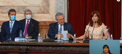 Alberto Fernández, Cristina Fernández de Kirchner y Sergio Massa durante la Asamblea Legislativa