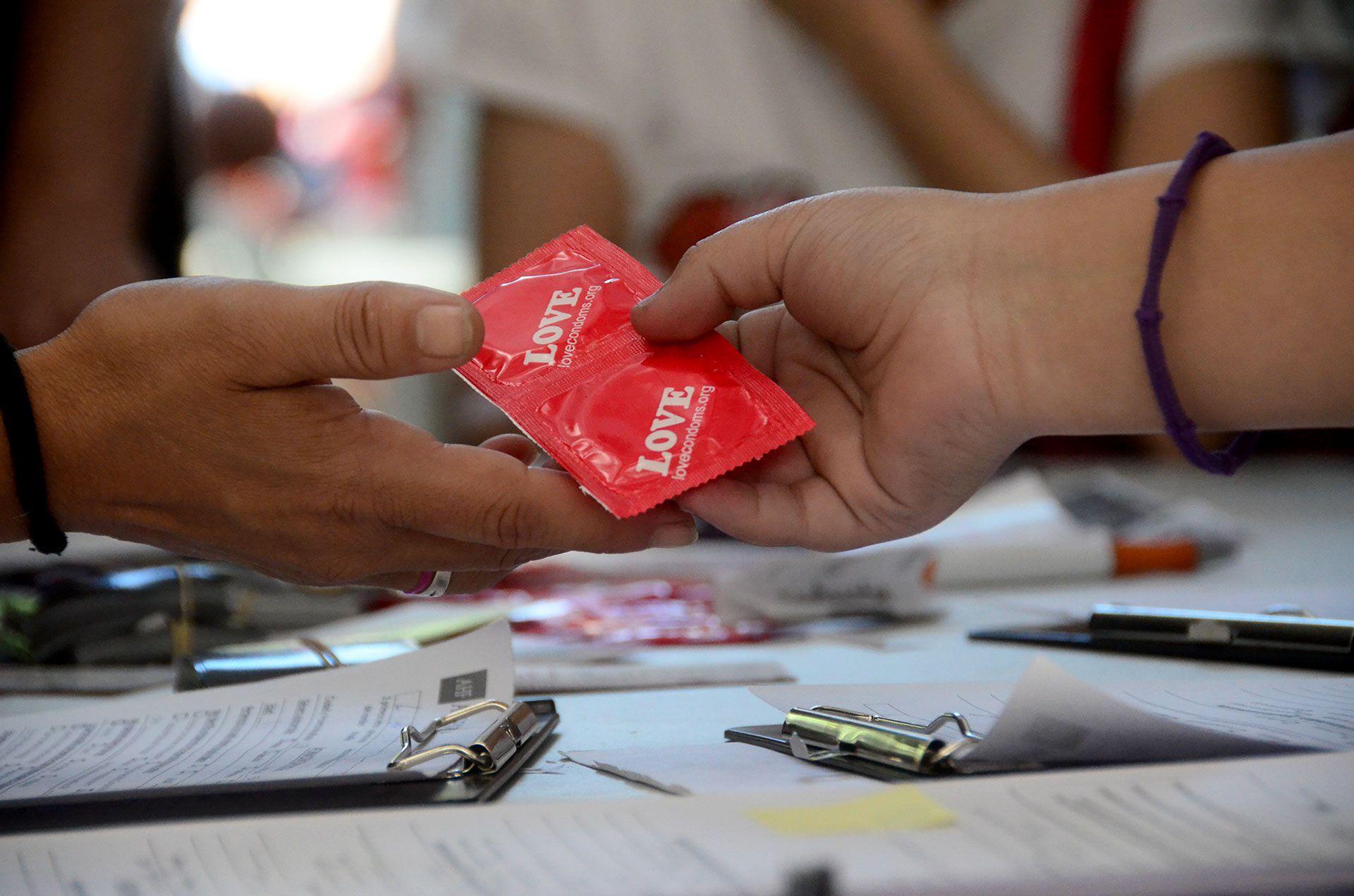 Según ONUSIDA, la pandemia también tuvo consecuencias en la salud sexual y reproductiva, con dificultades en la entrega de anticonceptivos