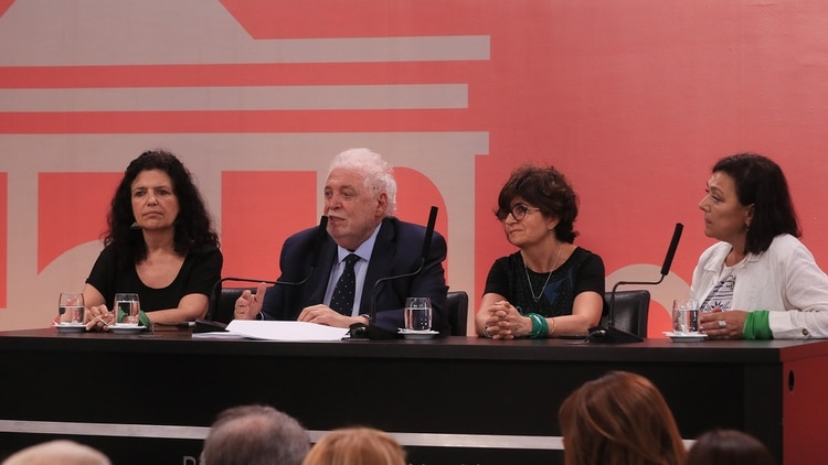 Ginés González García durante la presentación del protocolo sobre el aborto no punible