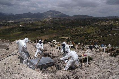 A un año del primer contagio México triplicó su escenario catastrófico (Foto: AFP/Archivo/Guillermo Arias)