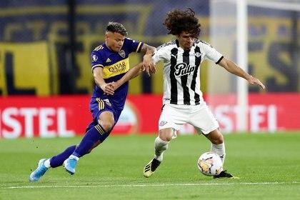 Bou en uno de los partidos que disputó con Boca este año (REUTERS/Agustin Marcarian)