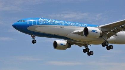 A bordo del Airbus 330-200 viajarán una tripulación de 20 personas, que pasarán cerca de tres días arriba del avión, puesto que el plan es retirar la carga sin bajar del Airbus.