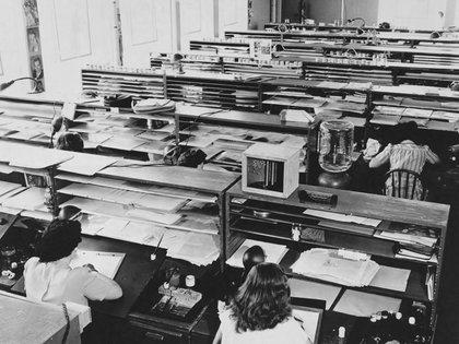 La oficina tradicional como la conocemos nació hace 300 años con la aparición de la Revolución Industrial, cuando la gente migró a las ciudades en busca de trabajo