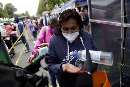 Alfredo de Mazo, gobernador del Edomex, informó que se han registrado más de 24 mil muertes en la entidad (Foto: Luis Cortés/Reuters)