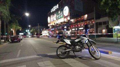 La policía cercó el perímetro y evacuó la zona. Foto: Mario Sar