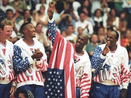 Jordan con la medalla dorada tras ganar en los Juegos Olímpicos de Barcelona 92 (REUTERS/Ray Stubblebine)