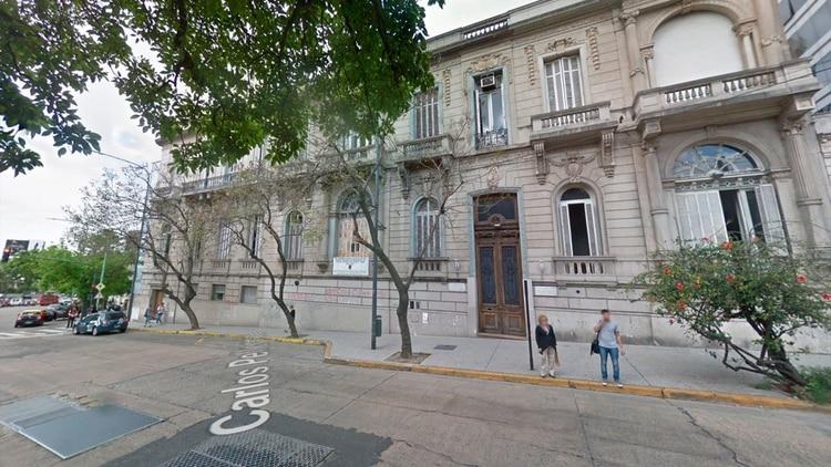 Frente del Instituto de Enseñanza Superior en Lenguas Vivas (Google Street View)