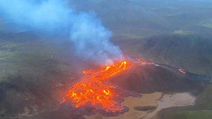 El volcán de la montaña Fagradalsfjall había estado inactivo durante 6.000 años, y la península de Reykjanes no había visto la erupción de ningún volcán en 781 años (AP)