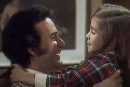 """Ricardo Blume y Graciela Mauri en """"Mundo de Juguete"""" (Captura de pantalla)"""