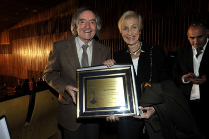 Carlitos Balá recibió una mención especial de los premios Hugo y como siempre lo acompaña Martita, su gran compañera