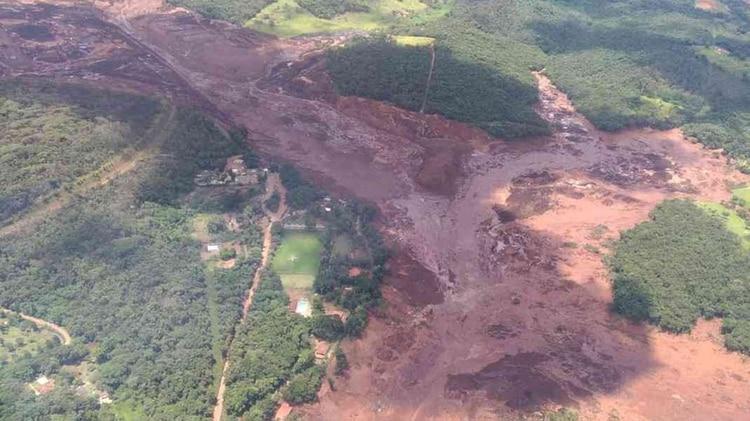 La tragedia sucedió en la localidad de Brumadinho, a 60 kilómetros de Belo Horizonte, la capital de Minas (Foto: Cuerpo de Bomberos / Divulgación)