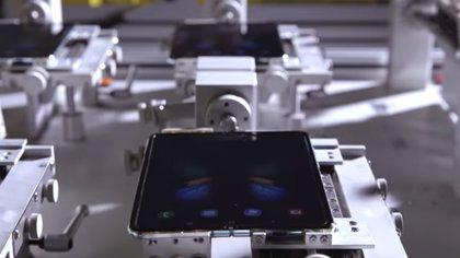 Estos tests examinarán la durabilidad de la bisagra y de la pantalla Infinity Flex (Foto: Samsung Youtube)