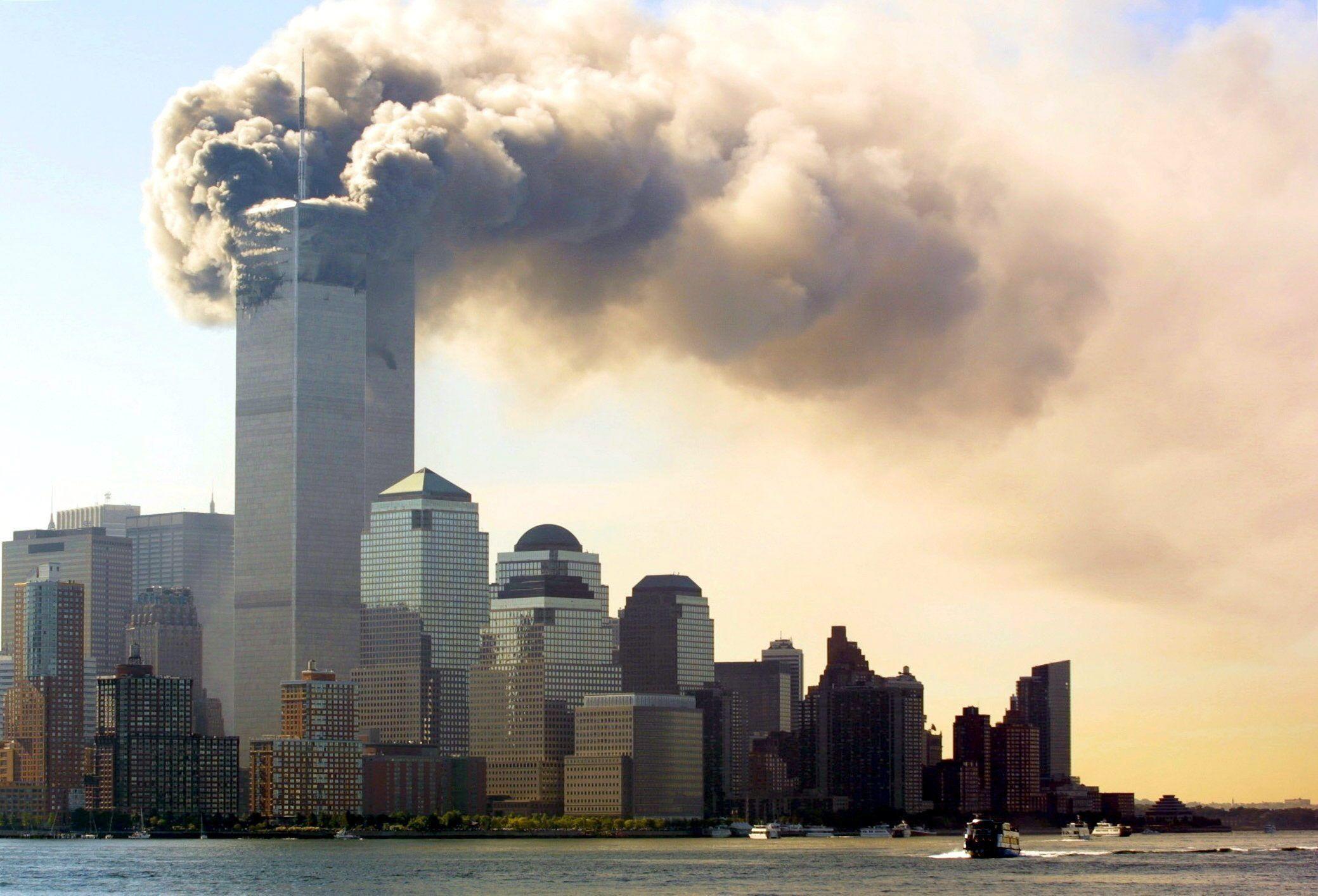 El documento describe los contactos que tuvieron los terroristas con personas saudíes en Estados Unidos,