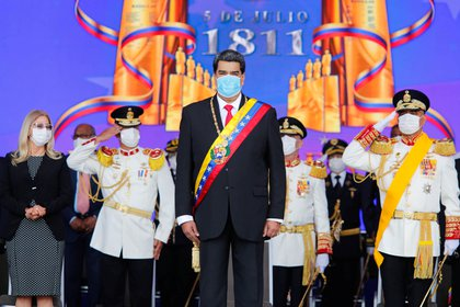 """El dictador Maduro aseguró que los """"trocheros"""" han sido los principales transmisores del virus y volvió a acusar a Iván Duque de haber """"enviado"""" de vuelta a venezolanos infectados """"por venganza"""" (Miraflores Palace/Handout via REUTERS)"""
