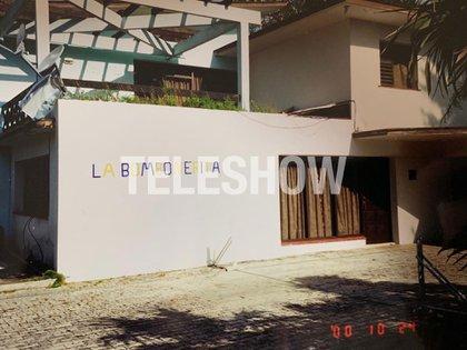 """Fanático de Boca, Diego pintó la pared de su casa con el nombre """"La Bombonera"""" en alusión al estadio xeneize"""
