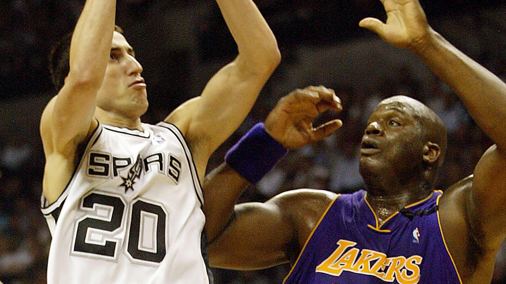 Manu Ginobili con Shaquille O'Neal en la NBA