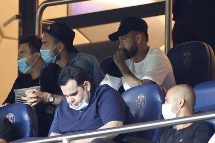 Neymar y el resto de los jugadores sancionados del PSG estuvieron hoy ene el Parque de los Príncipes en el triunfo 1 a 0 ante el Metz (Reuters)