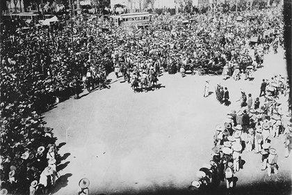 Llegada de Emiliano Zapata a la Plaza de la Constitución (Foto: AHUNAM)