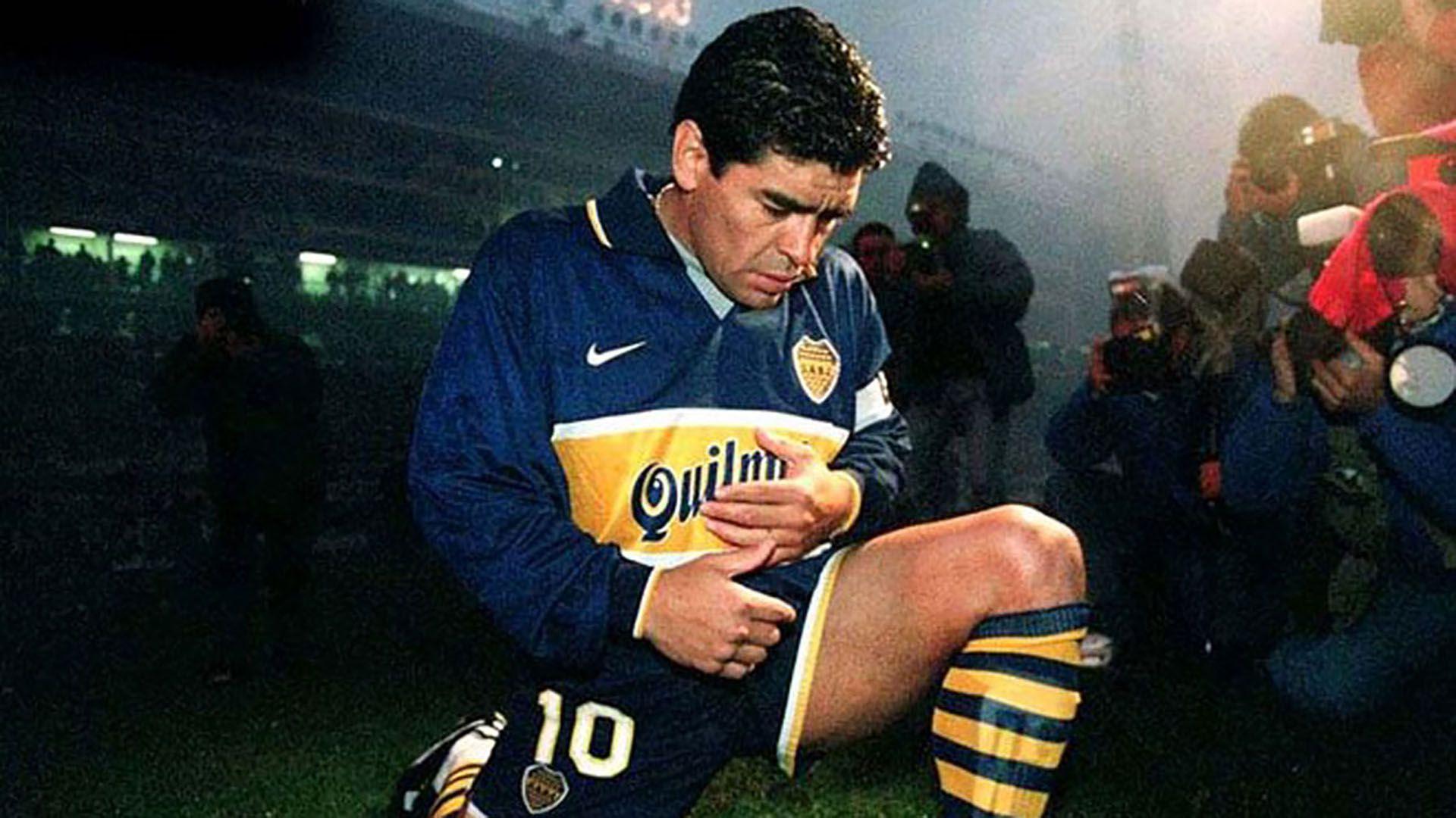 Los últimos botines que usó en Boca se los regaló al cantante Andrés Ciro Martínez