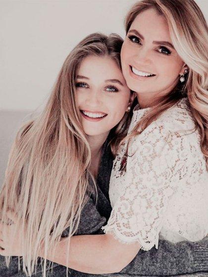 Fernanda y Angélica Rivera