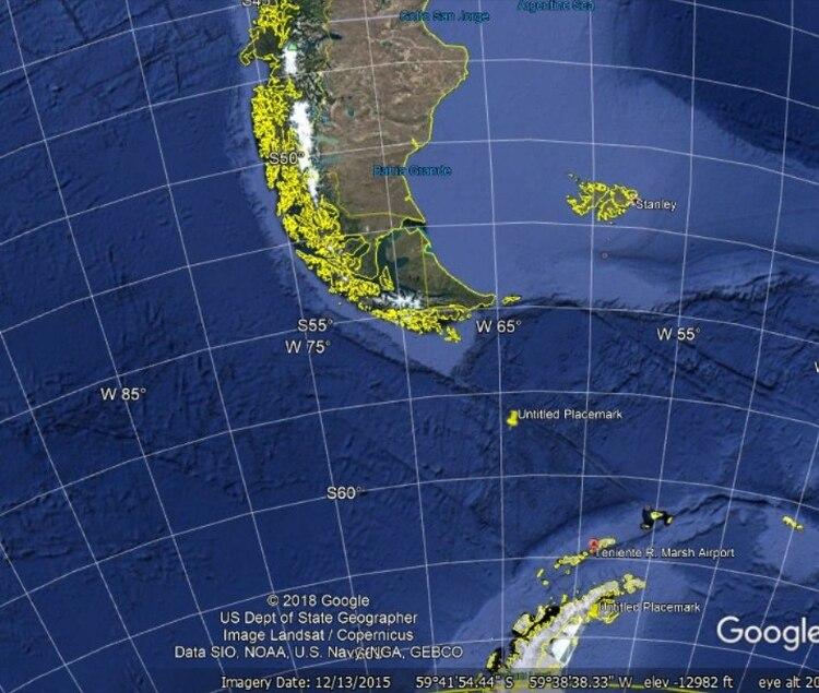 En amarillo el punto de impacto. En rojo el aeropuerto de llegada. Para llegar a destino faltaban aproximadamente 500 kilómetros, es decir una hora de vuelo dependiendo de las condiciones del viento. (Elaboración Infobae)