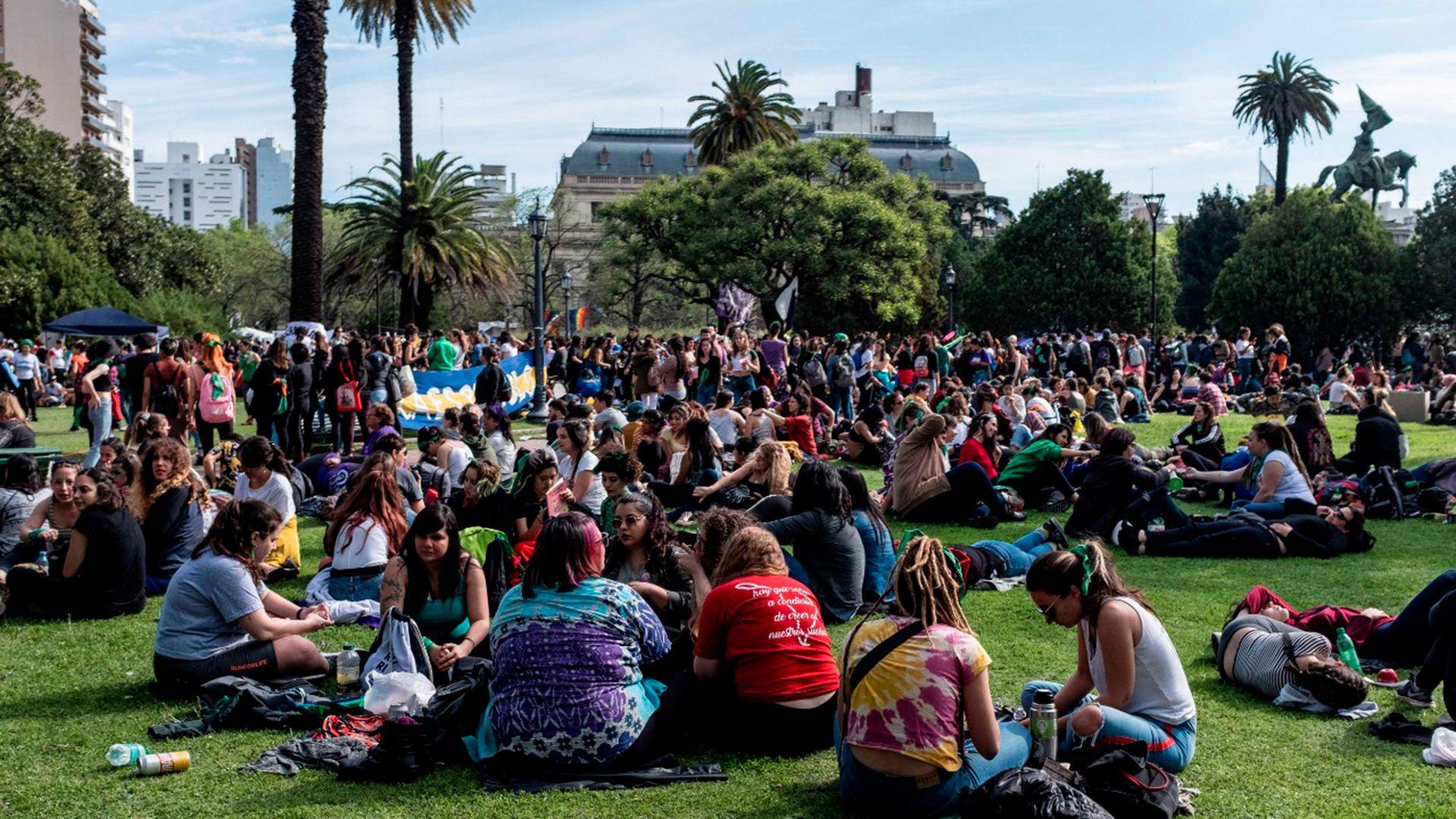 La Plaza San Martín, en La Plata, durante el Encuentro Nacional de Mujeres