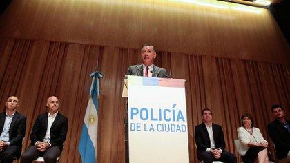 Potocar junto a Rodríguez Larreta, Santilli, Ocampo, Bullrich y Burzaco al ser presentado como el primer jefe de la Policía de la Ciudad