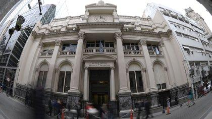 La fuerte suba de tasas del Banco Central complicó la situación de los créditos (AFP)