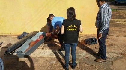 El cadáver de Ramírez Chávez, analizado por peritos de la Policía brasileña.
