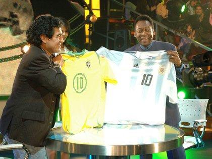 Maradona condujo la Noche del Diez y tuco allí invitados de lujo, como el mismísimo Pelé (NA)