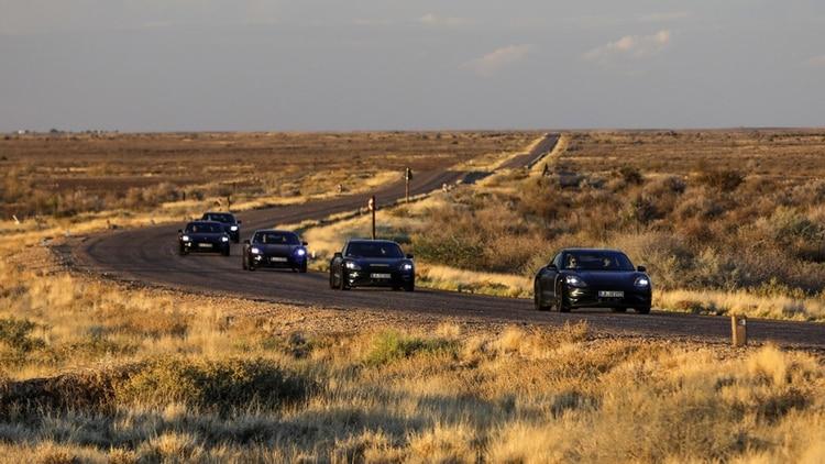Porsche asegura una aceleración de 0 a 100 km/h, y se estima una autonomía de algo más de 500 kilómetros.