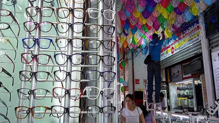 Los anteojos de aumento de venta callejera también son un peligro a la salud ocular