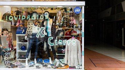 Desde que comenzó la cuarentena se triplicó la cantidad de locales en alquiler en las avenidas comerciales (Adrián Escandar)