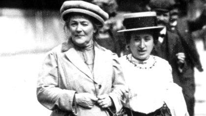 Rosa Luxemburgo (der.) junto a su amiga Clara Zetkin, dos íconos fundamentales del feminismo
