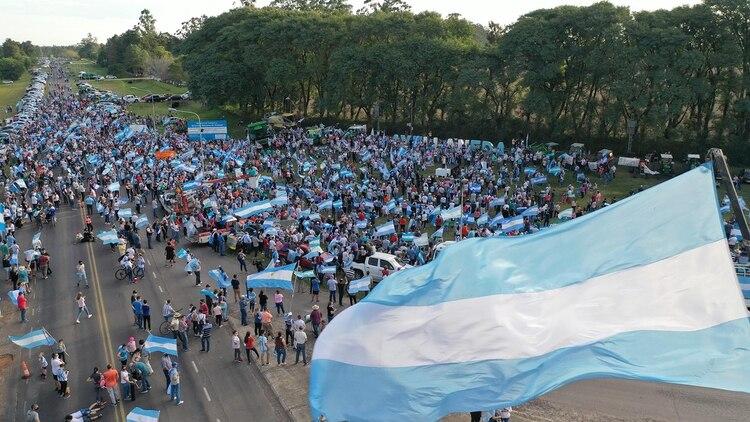 Imágenes del banderazo realizado el sábado en Santa Fe (Pablo Lupa)