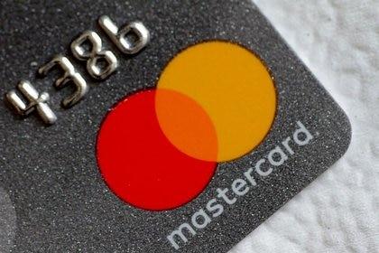 Foto de archivo del logo de Mastercard en una tarjeta de crédito.  Ago 30, 2017.   REUTERS/Thomas White