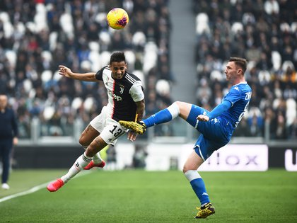 Soccer Football - Serie A - Juventus v Brescia - Allianz Stadium, Turin, Italy - February 16, 2020  Juventus' Danilo in action with Brescia's Jaromir Zmrhal  REUTERS/Massimo Pinca
