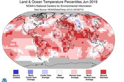 Percentiles de temperatura en la tierra y en el océano, junio de 2019. (NOAA/The Conversation)