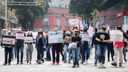 Manifestantes contra la desaparición de los fideicomisos (Foto: Cuartoscuro)