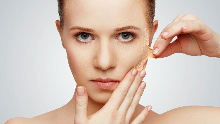 También se puede optar por limpiadores que no alteren el estado de la barrera cutánea y respeten el pH de la piel(Shutterstock)