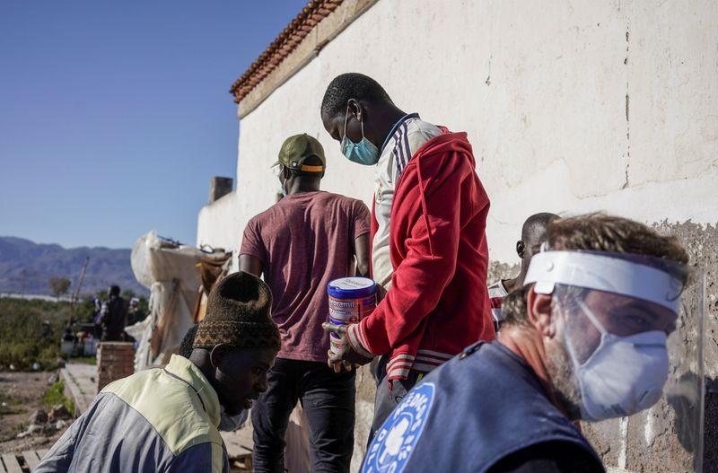 Members of a Spanish NGO Medicos del Mundo Miembros de ONG Médicos del Mundo distribuyen alimentos a migrantes de Malí en San Isidro, durante el brote de la enfermedad por coronavirus (COVID-19) en Níjar, en la región de Almería, España, 29 abril 2020. REUTERS/Juan Medina
