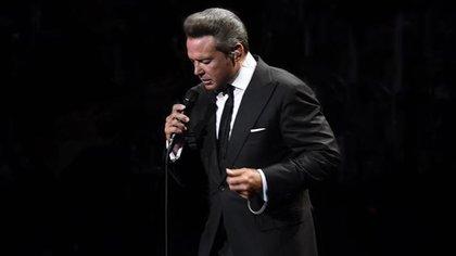 Según el tío del cantante, Luis Miguel tuvo un hijo con Lucía Mendez  (IG: lmxlm)