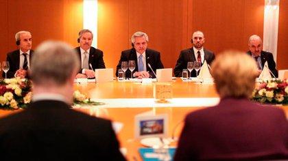 Alberto Fernández y Ángela Merkel durante la cena servida en la Cancillería de Alemania