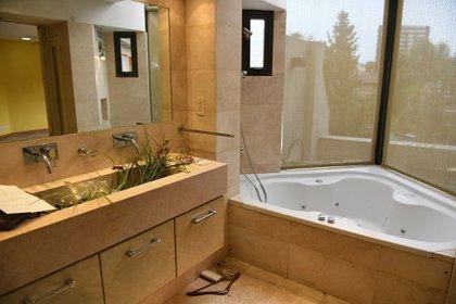 El baño con hidromasaje (Maximiliano Luna)