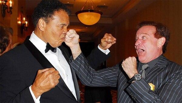 Muhammad Ali y Robin Williams practicando sus puñetazos en la Noche de Pelea de Celebridades XII, en Arizona, 2006