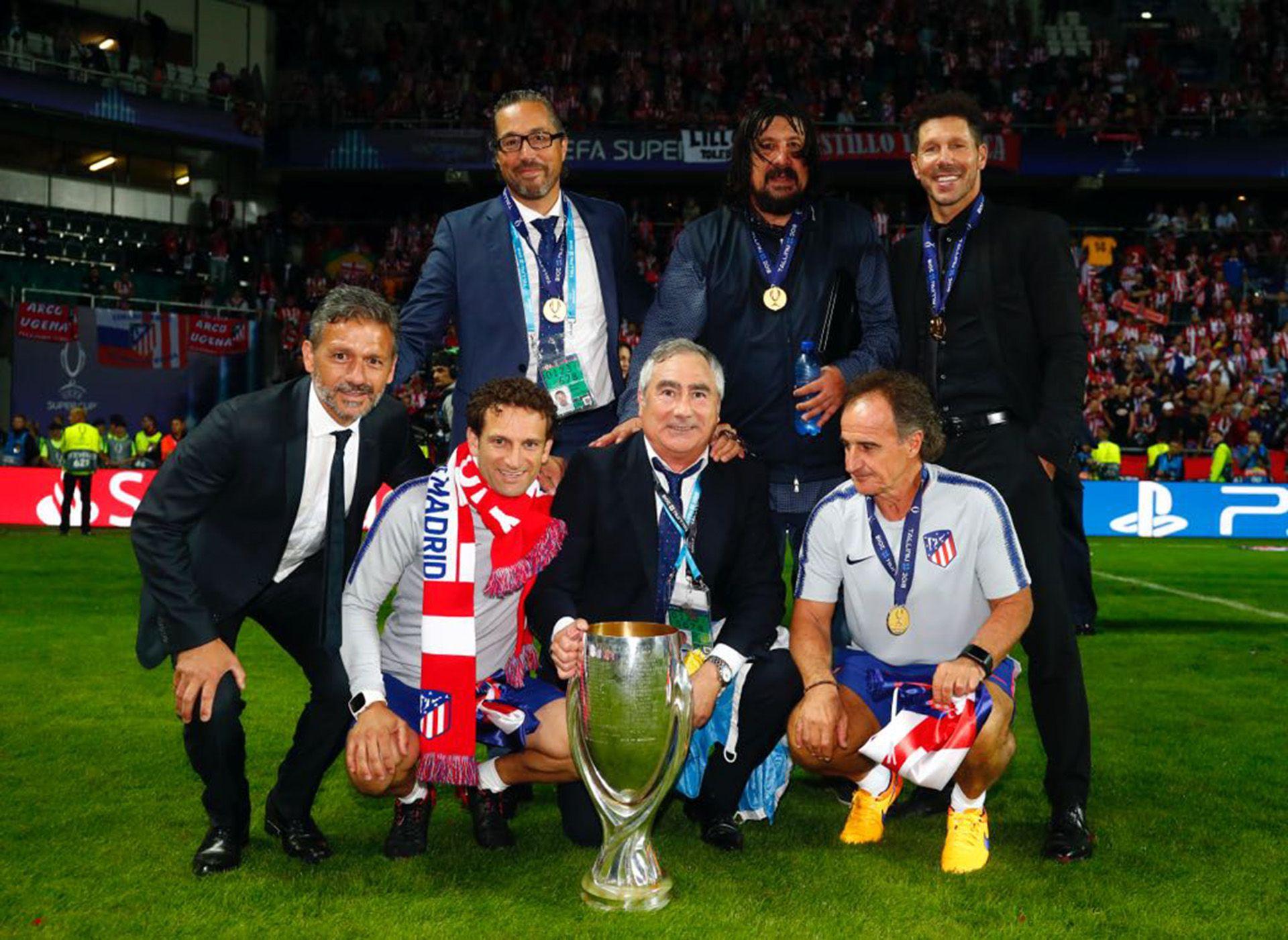 El equipo técnico del Real Madrid. Arriba de izquierda a derecha:  Pablo Vercellone, German Burgos, Diego Simeone . Abajo: Nelson Vivas, Carlos Menéndez , José Luis Pasques y Oscar Ortega.