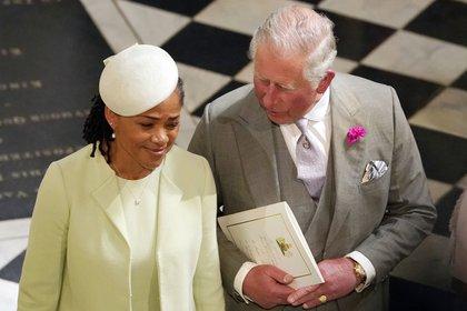 Doria, la madre de Meghan junto con el príncipe Carlos en la boda real (AFP)