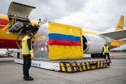 50.000 dosis de vacunas de Pfizer llegaron a Colombia. Foto Colprensa.