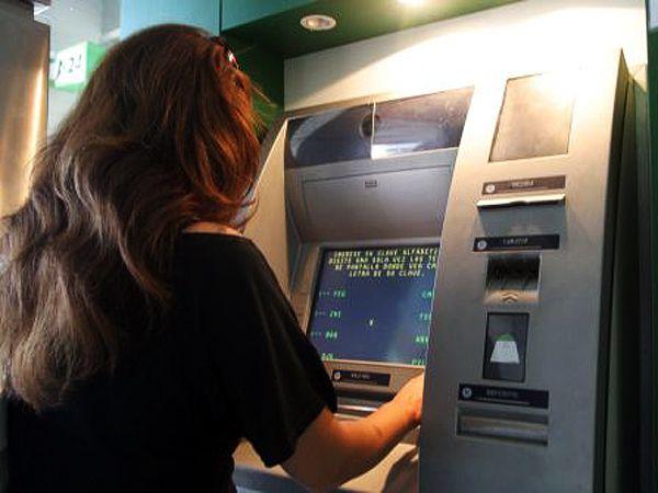 Todos los bancos subieron su límite diario de extracción; el Banco Nación, por caso, permite extraer hasta $30.000.
