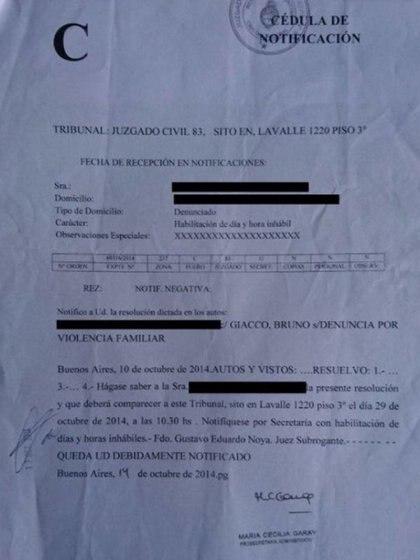 La cédula judicial que recibió el fotógrafo